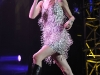 taylor-swift-leggy-at-justin-timberlake-and-friends-concert-03