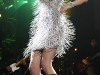taylor-swift-leggy-at-justin-timberlake-and-friends-concert-05