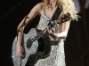taylor-swift-leggy-at-justin-timberlake-and-friends-concert-12