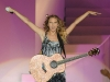 taylor-swift-performs-at-the-17th-annual-country-thunder-usa-music-festival-03