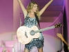 taylor-swift-performs-at-the-17th-annual-country-thunder-usa-music-festival-04