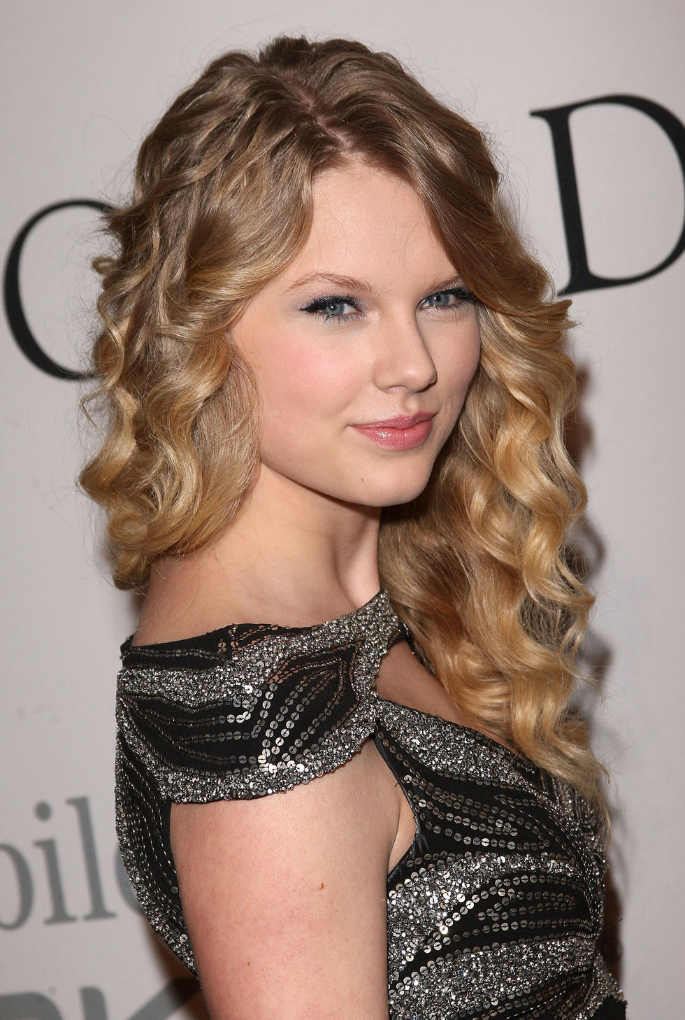 taylor-swifr-clive-davis-pre-grammy-party-01