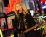taylor-swift-times-square-for-new-years-eve-celebration-16