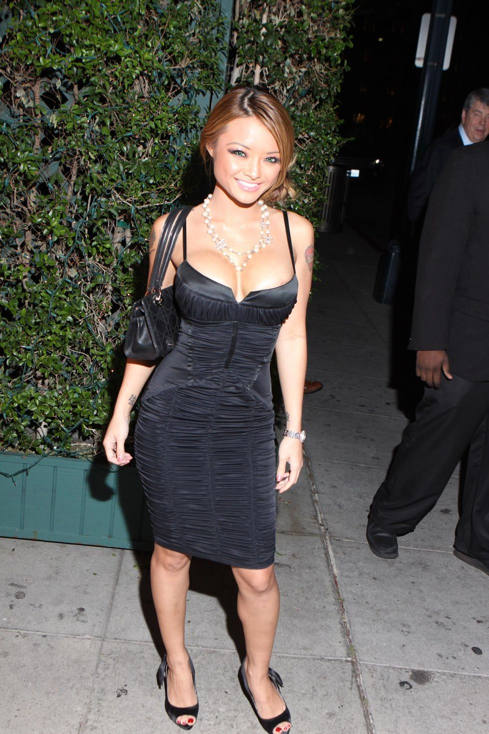 tila-tequila-cleavage-candids-at-mr-chow-in-beverly-hills-01
