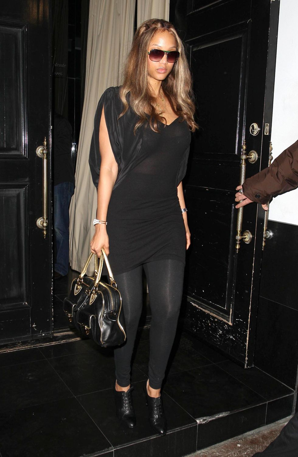 tyra-banks-at-beso-restaurant-01