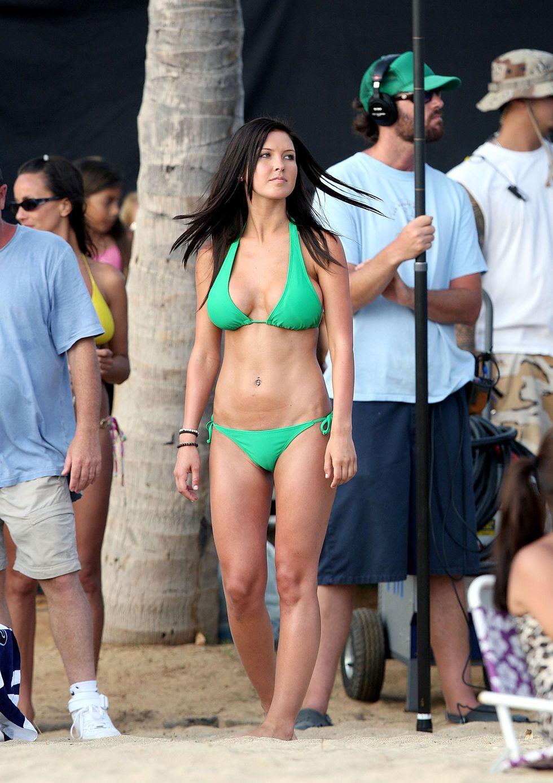 audrina-patridge-bikini-candids-on-the-reef-movie-set-in-hawaii-01