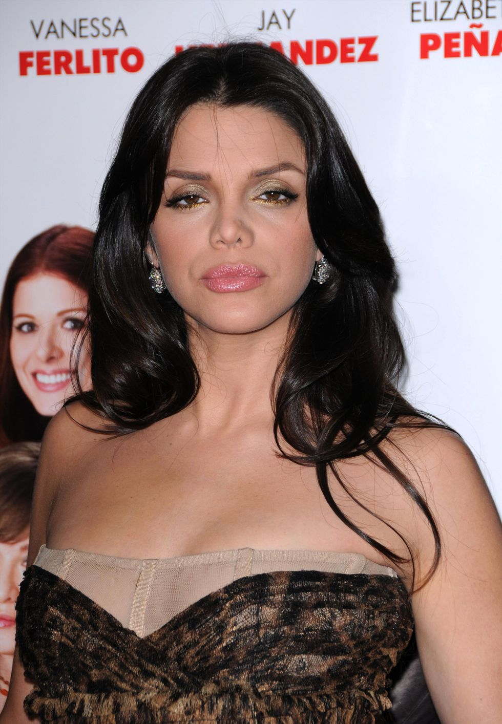 vanessa-ferlito-nothing-like-the-holidays-premiere-in-hollywood-01