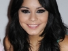 vanessa-hudgens-at-skechers-store-on-universal-city-walk-19