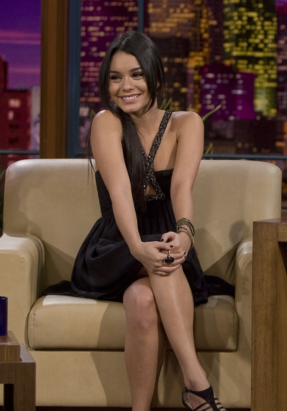 vanessa-hudgens-at-the-tonight-show-with-jay-leno-in-los-angeles-01