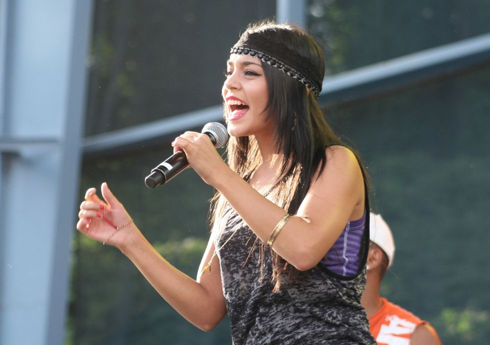 vanessa-hudgens-performs-at-the-starburst-thursday-night-concert-series-in-austell-01
