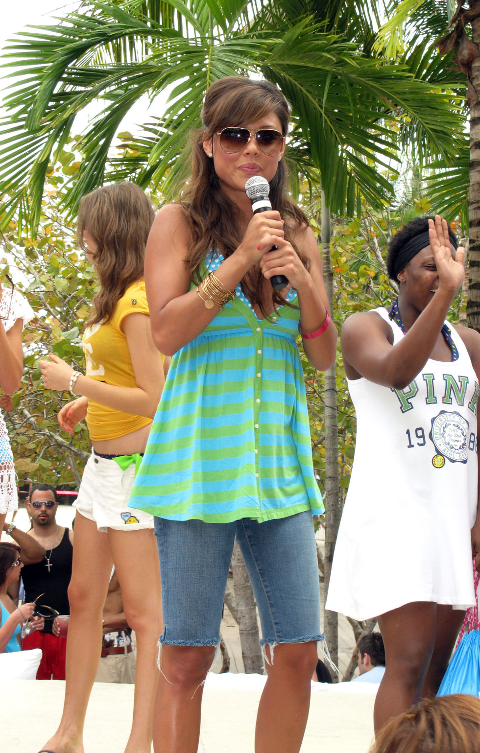 vanessa-minnillo-at-the-raleigh-hotel-in-south-beach-in-miami-01