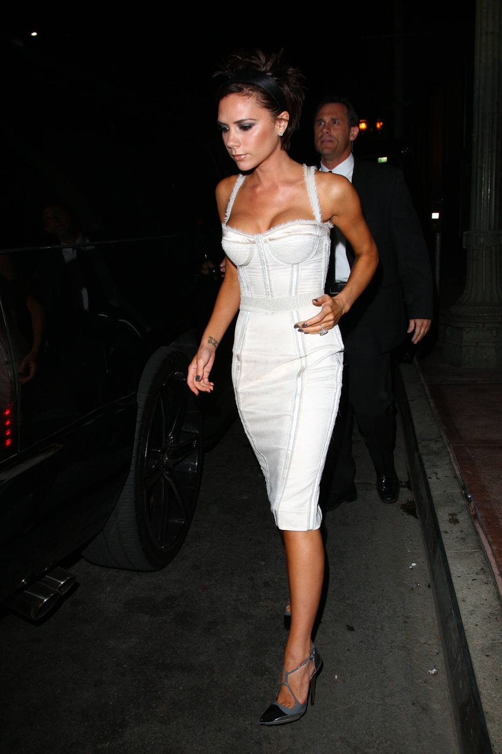 victoria-beckham-allure-magazine-cover-party-in-hollywood-01
