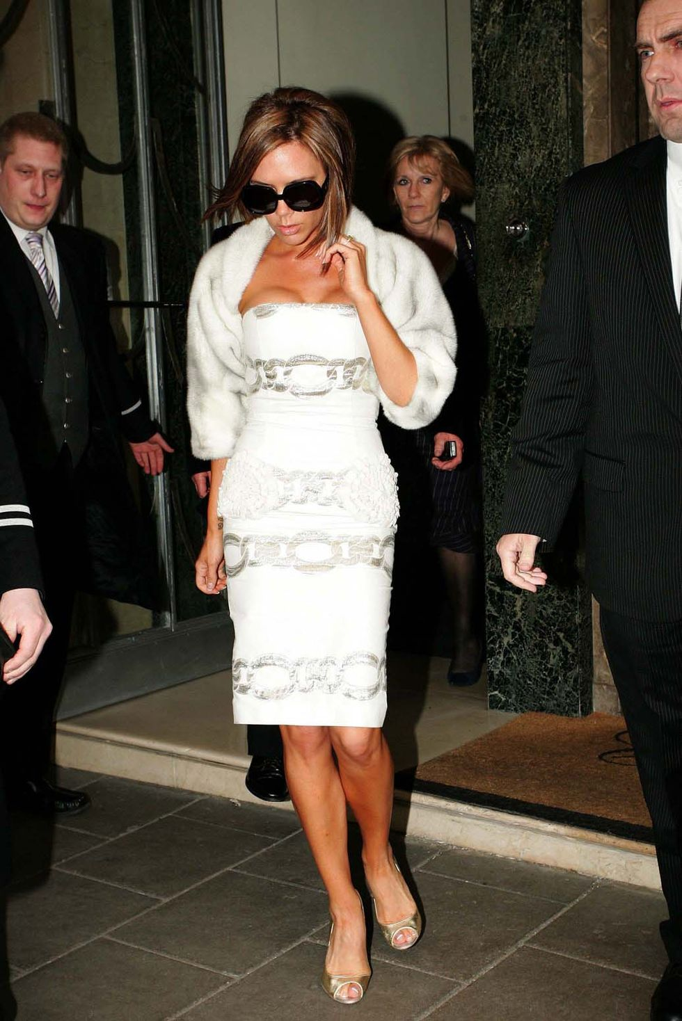 victoria-beckham-cleavage-candids-outside-claridges-hotel-in-london-01